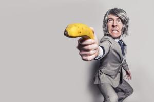 Mann mit Banane